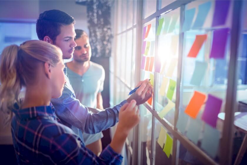 Mitarbeiter planen Employer Branding Maßnahmen